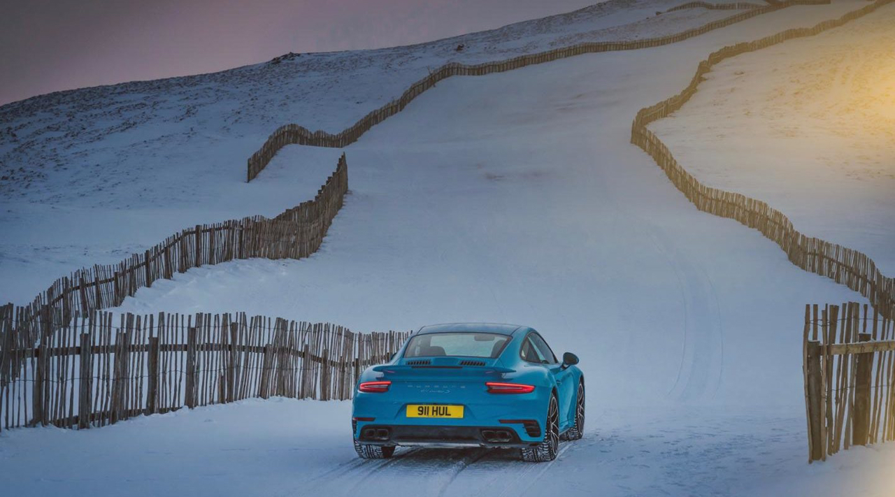 "Porsche 911 Turbo S - ""King of the Hill"" : Une voiture dans la neige ! 3"