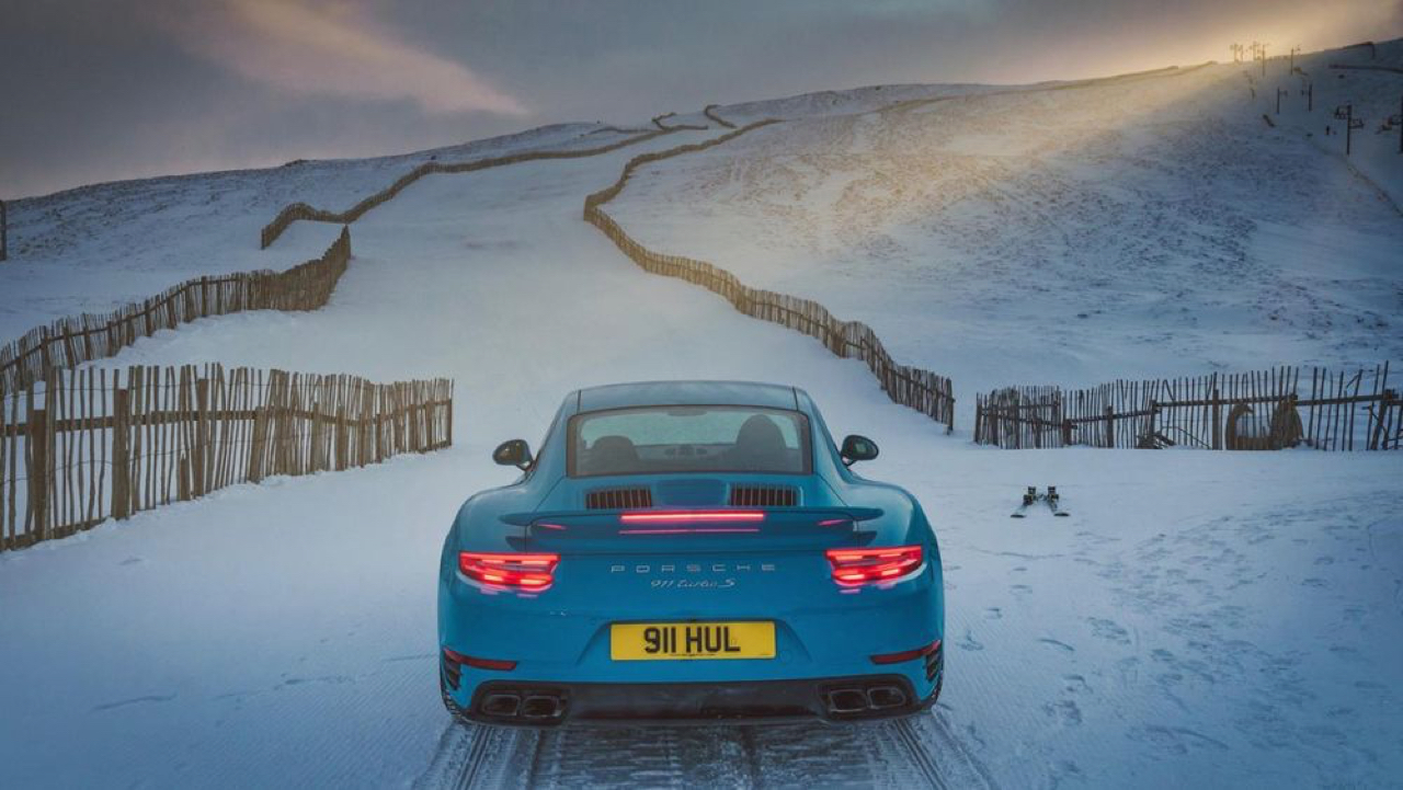 "Porsche 911 Turbo S - ""King of the Hill"" : Une voiture dans la neige ! 2"