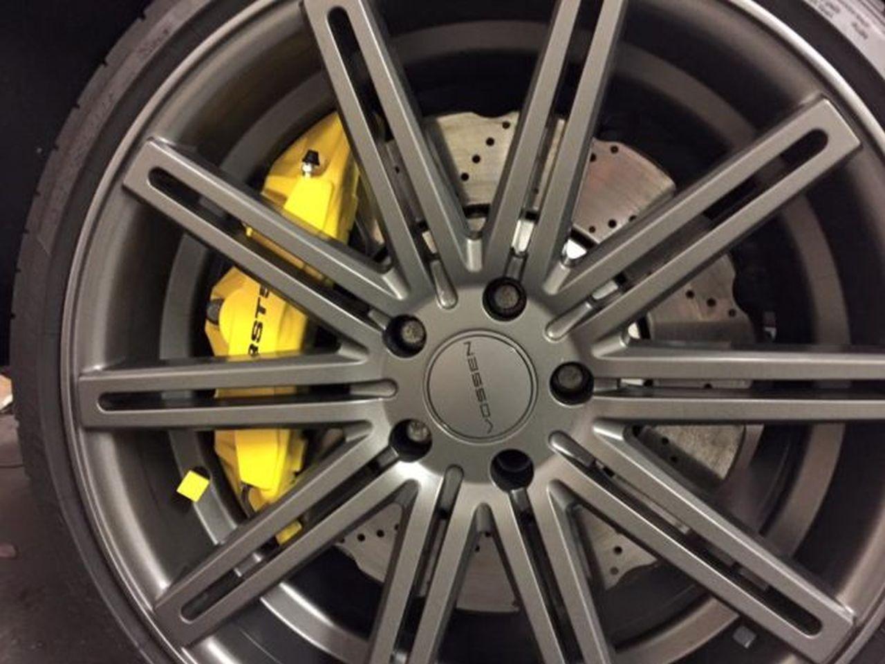 Un RS4 dans un VW T5... WTF ?! 12