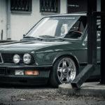 Slammed BMW E28... Elle vous manquait ?