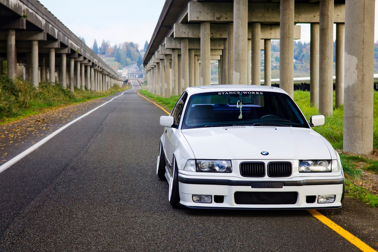 Slammed BMW E36 - Black & White ! 9