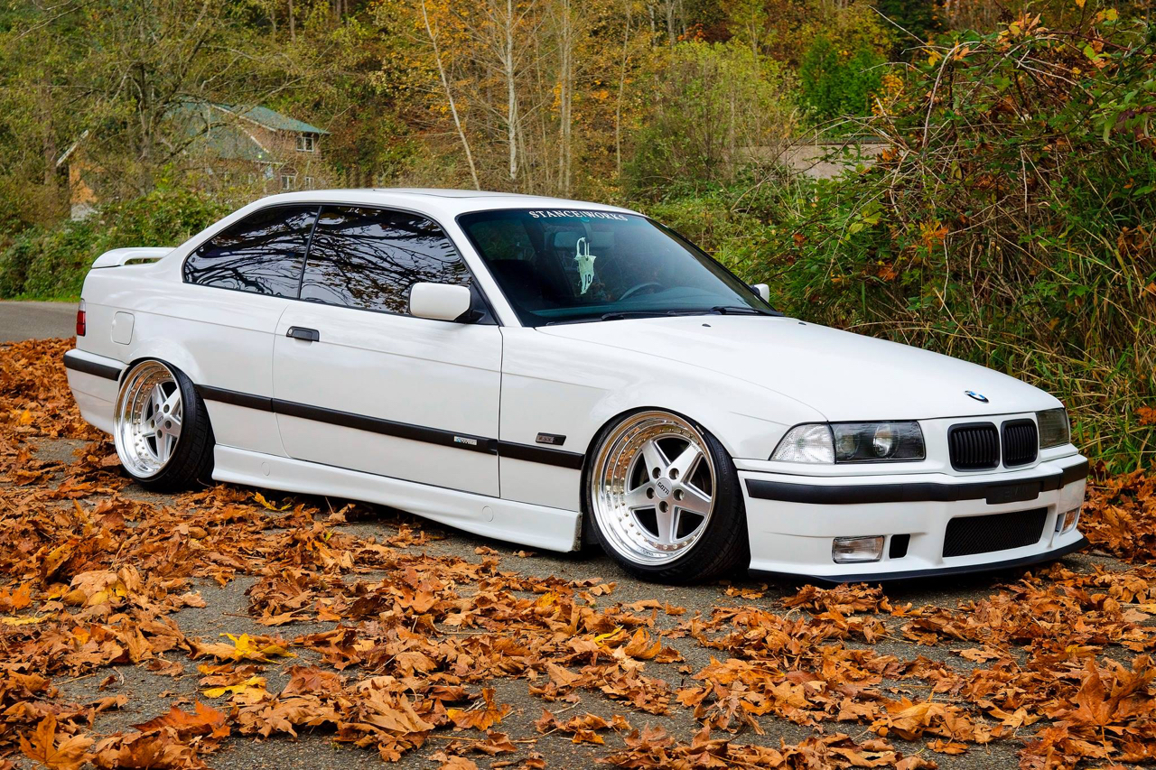 Slammed BMW E36 - Black & White ! 10