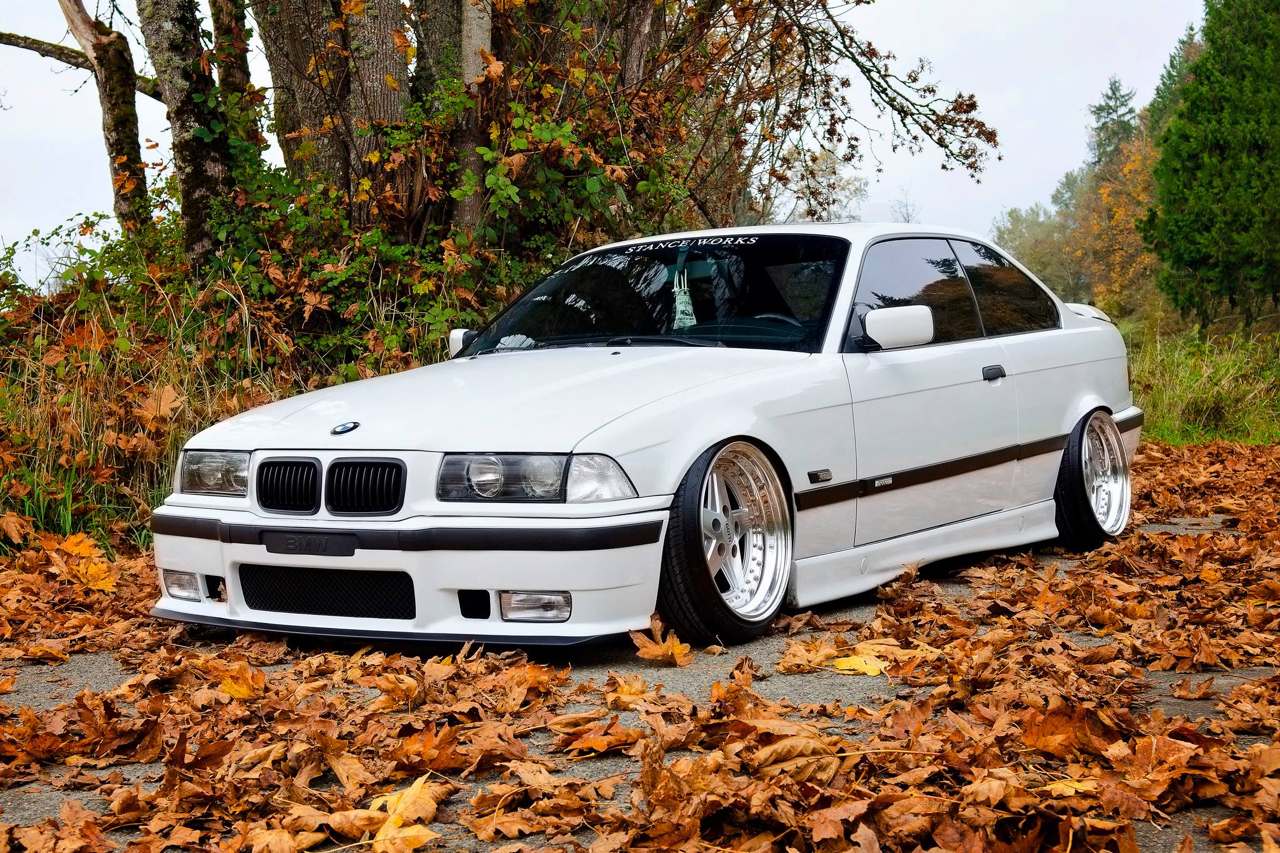 Slammed BMW E36 - Black & White ! 1