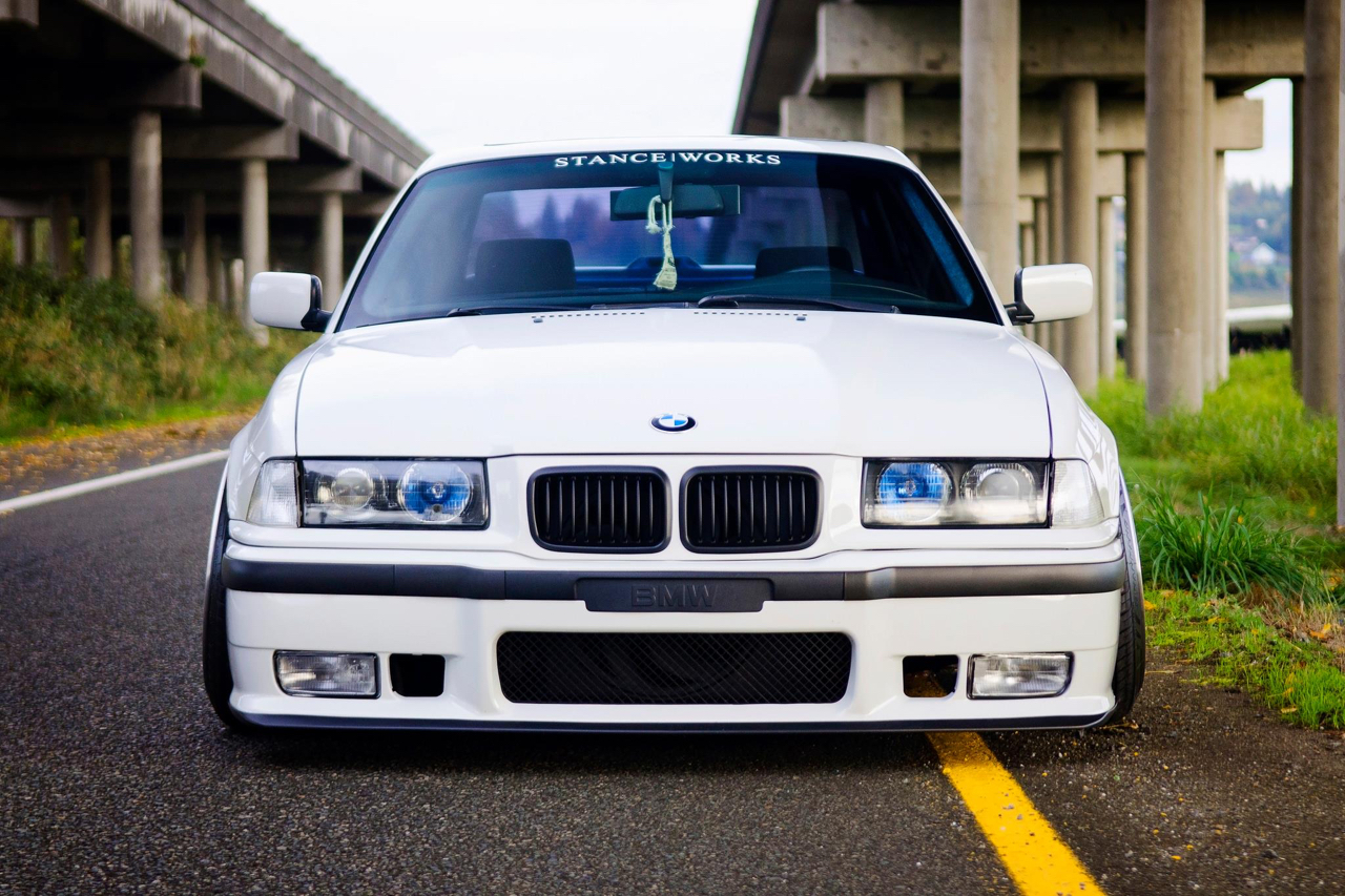 Slammed BMW E36 - Black & White ! 3