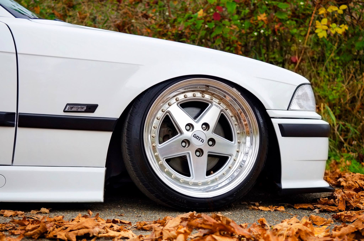 Slammed BMW E36 - Black & White ! 6