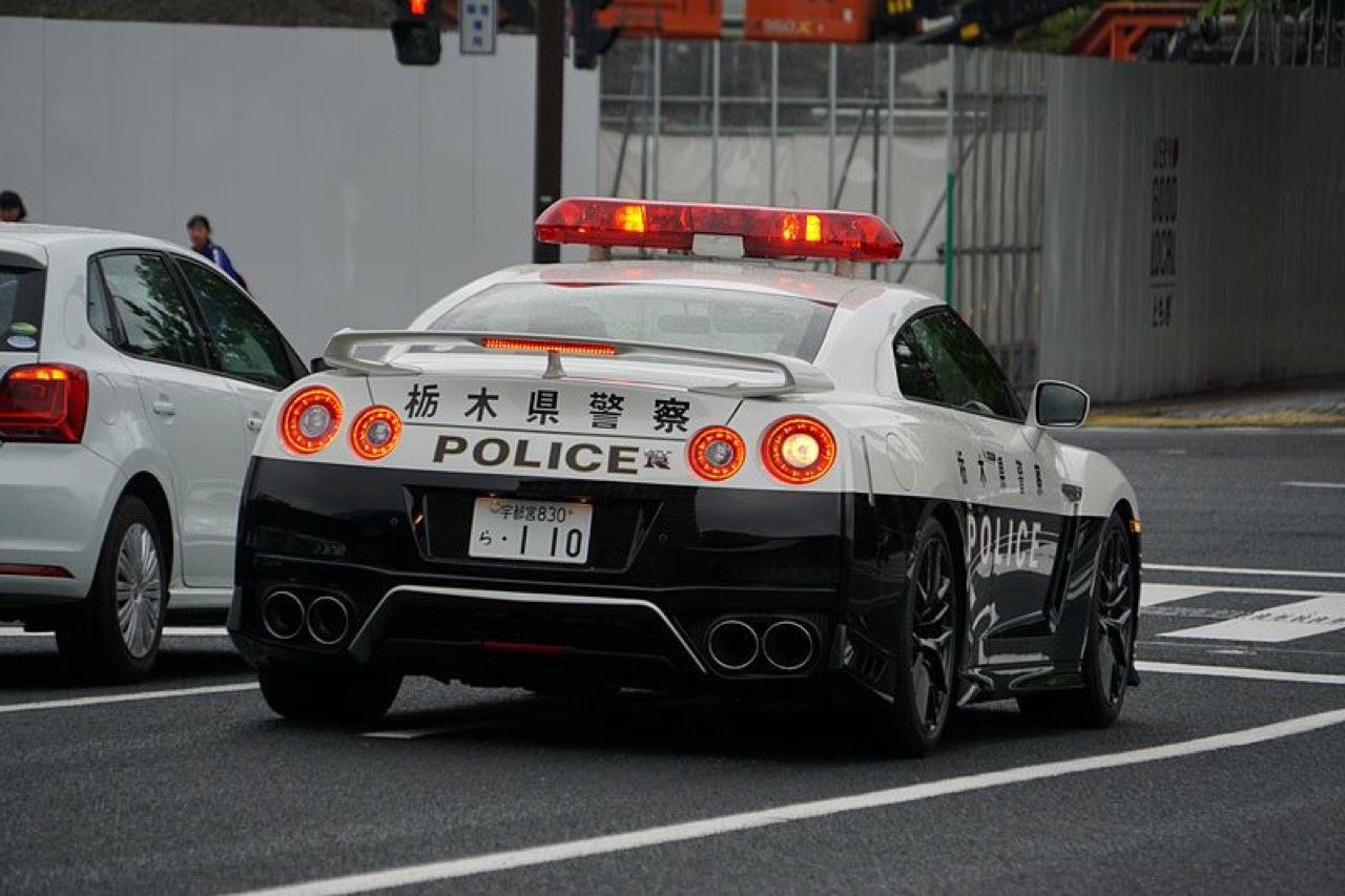 Nissan GTR... Si la police s'y met ! 26