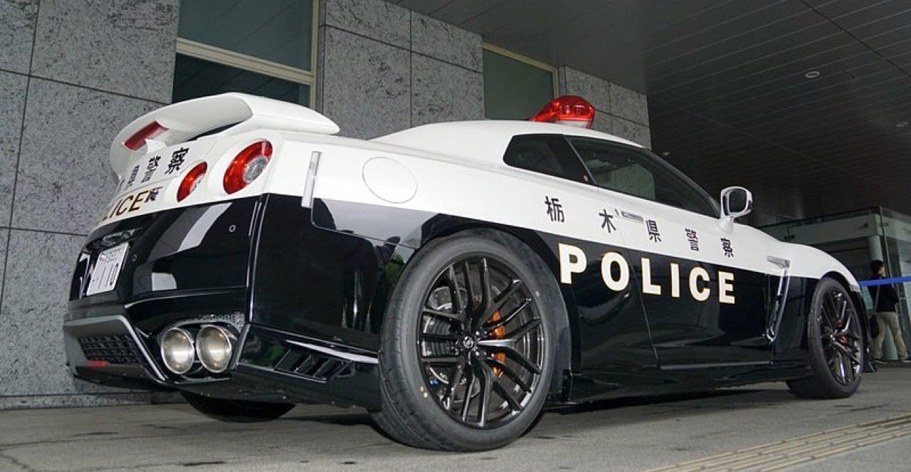 Nissan GTR... Si la police s'y met ! 25