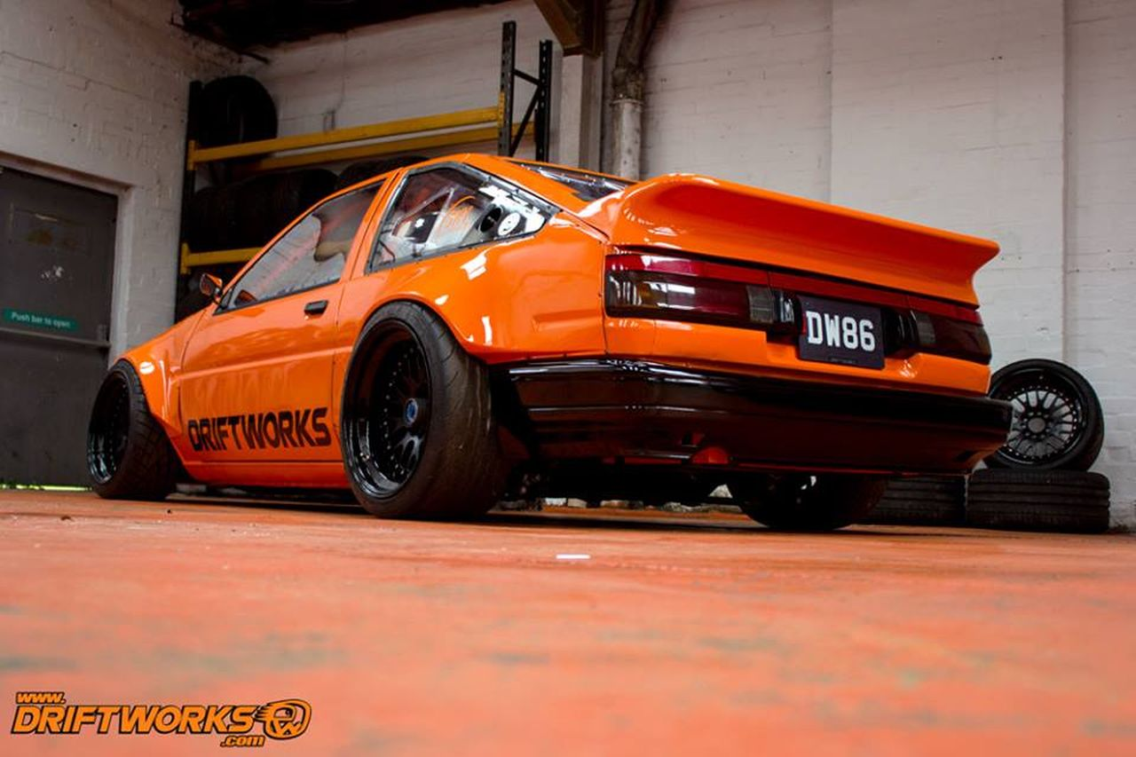 Toyota AE86... Encore ?! Oui, mais en V8 ! 12
