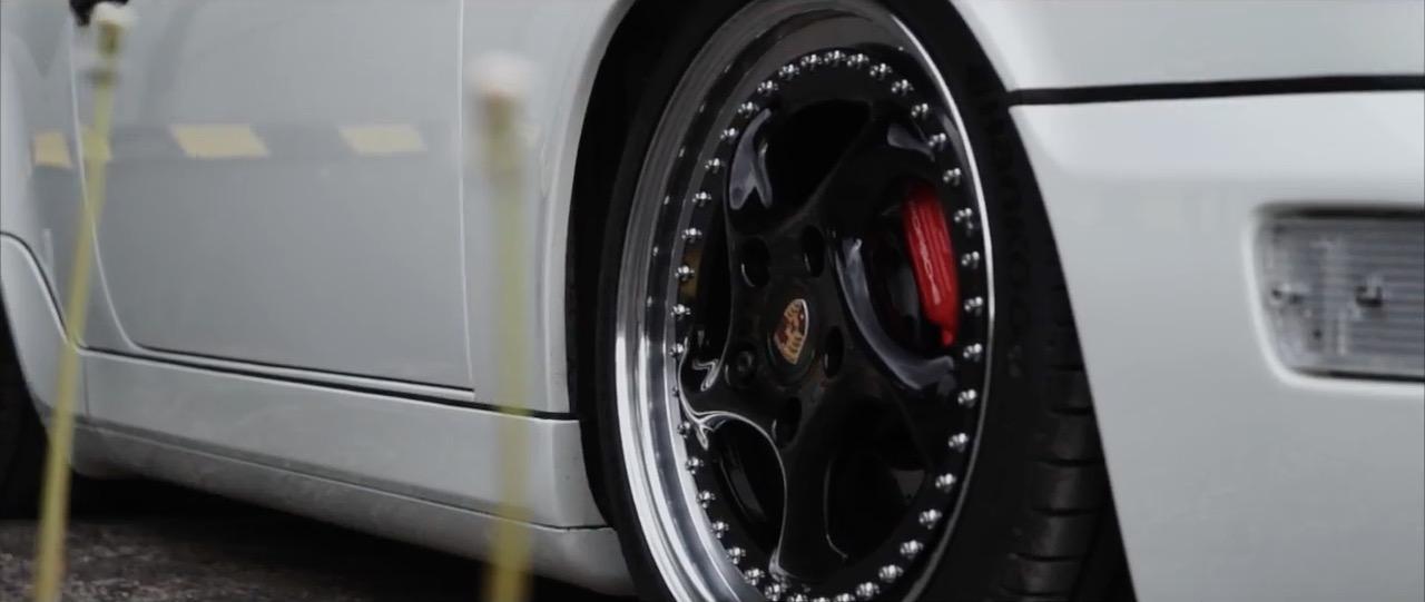 Slammed Porsche 964 Cab - Quitte à se trainer, autant le faire avec style ! 21