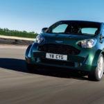 Aston Martin Cygnet… V8 ! Le retour de Rocco et de Mimi Mathy