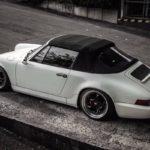 Slammed Porsche 964 Cab – Quitte à se trainer, autant le faire avec style !