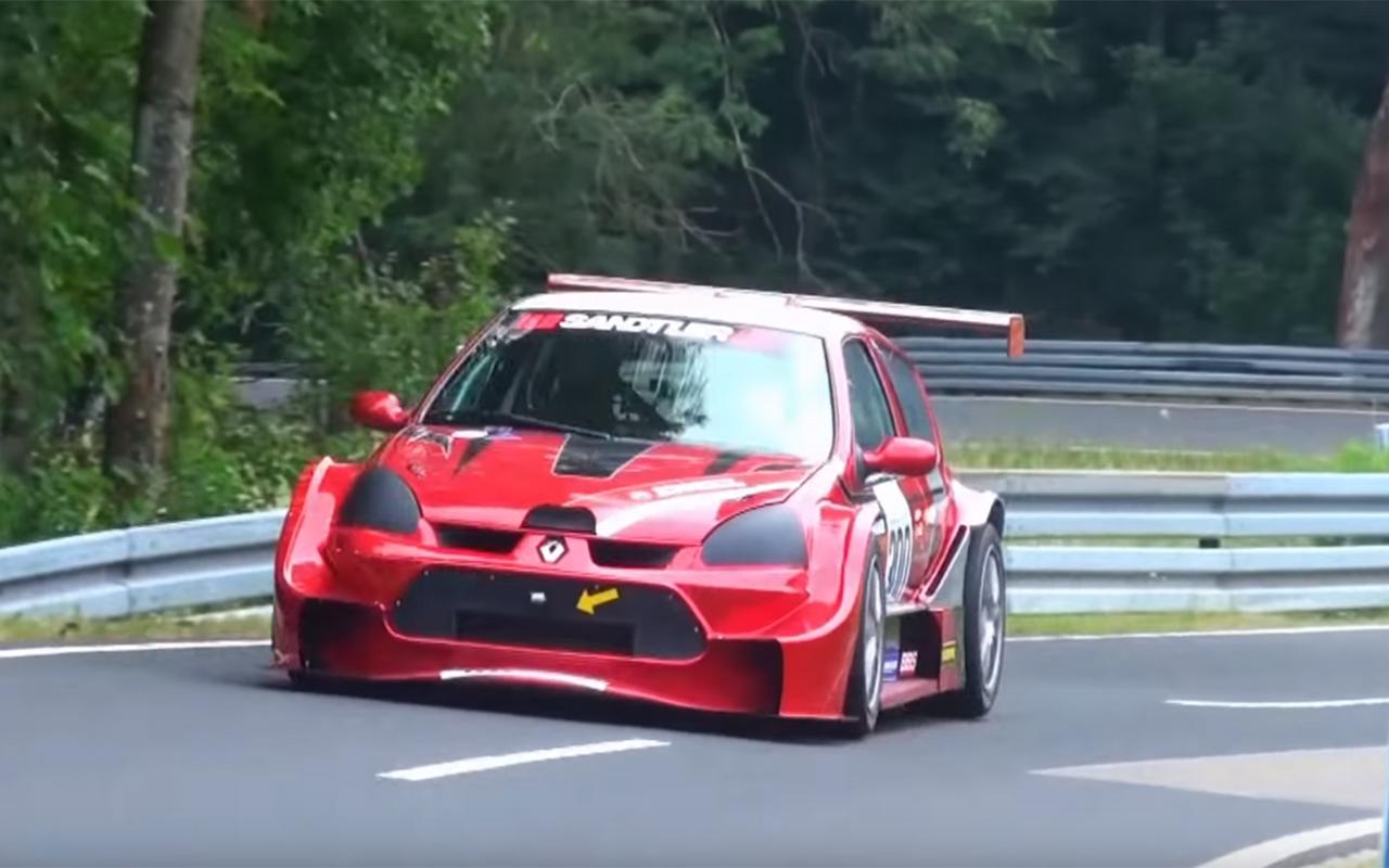 Hillclimb Monster : La fusion entre une Clio et une Laguna BTCC 1