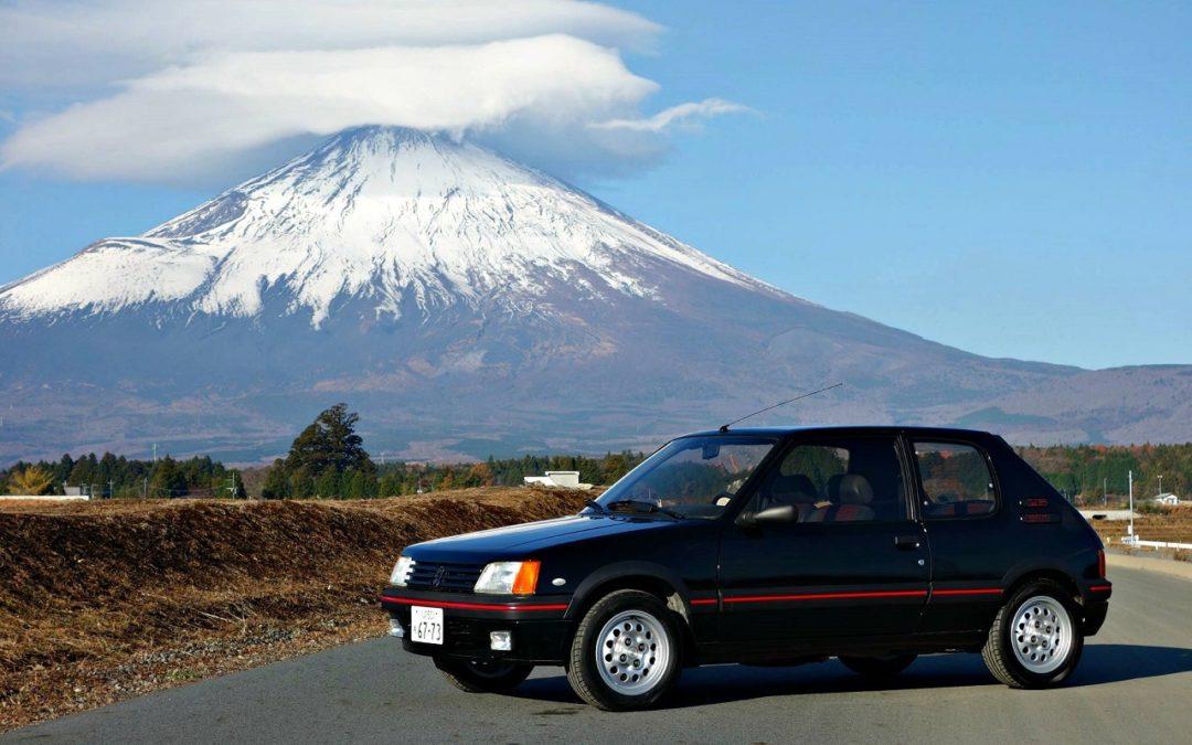 Une 205 GTI au Mont Fuji !