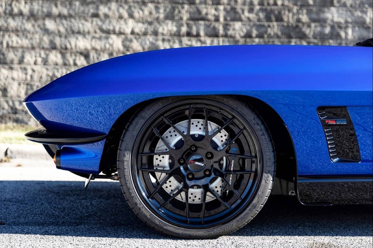 Corvette Stingray by Roadster Shop... Bleu comme l'enfer ! 15