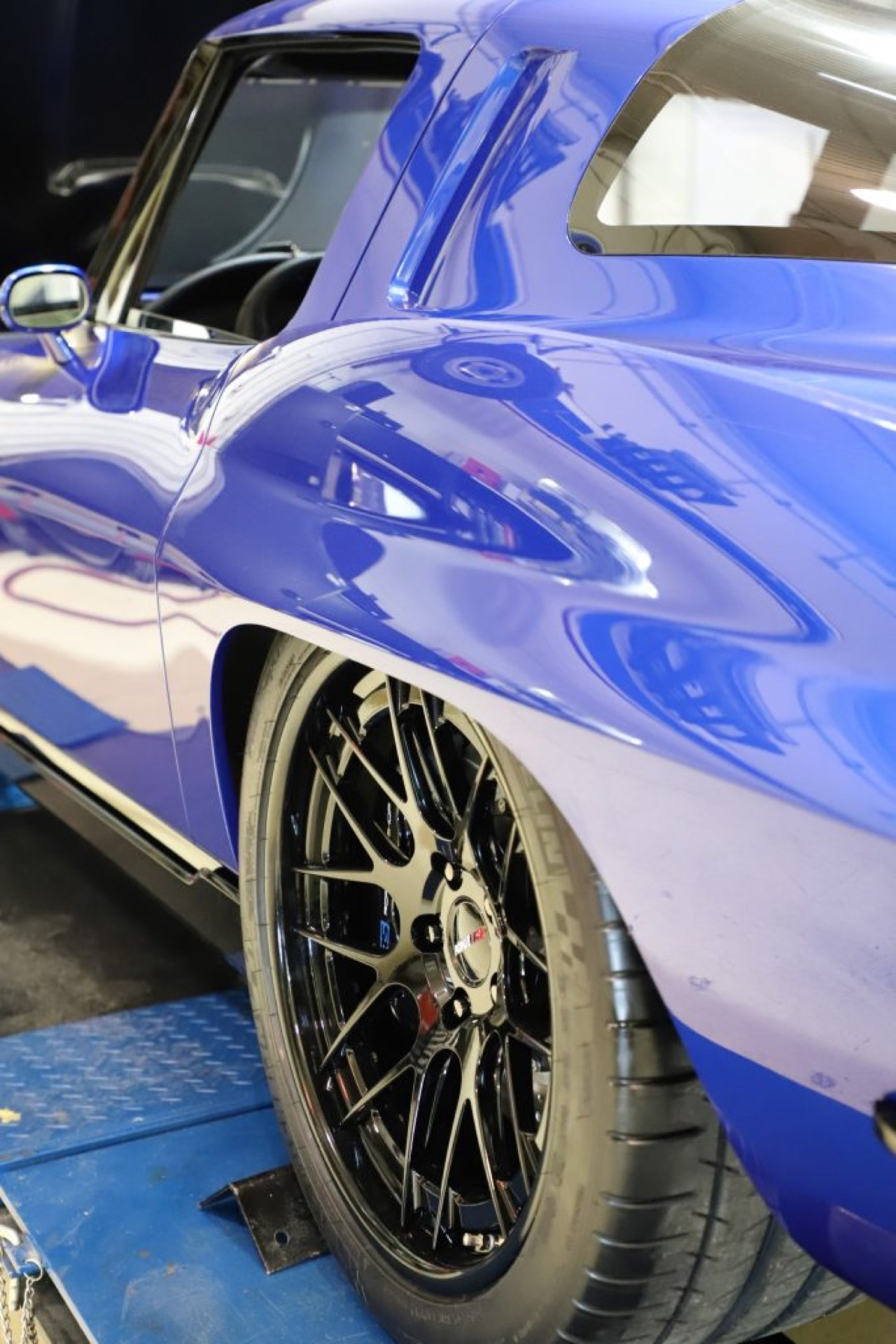 Corvette Stingray by Roadster Shop... Bleu comme l'enfer ! 18
