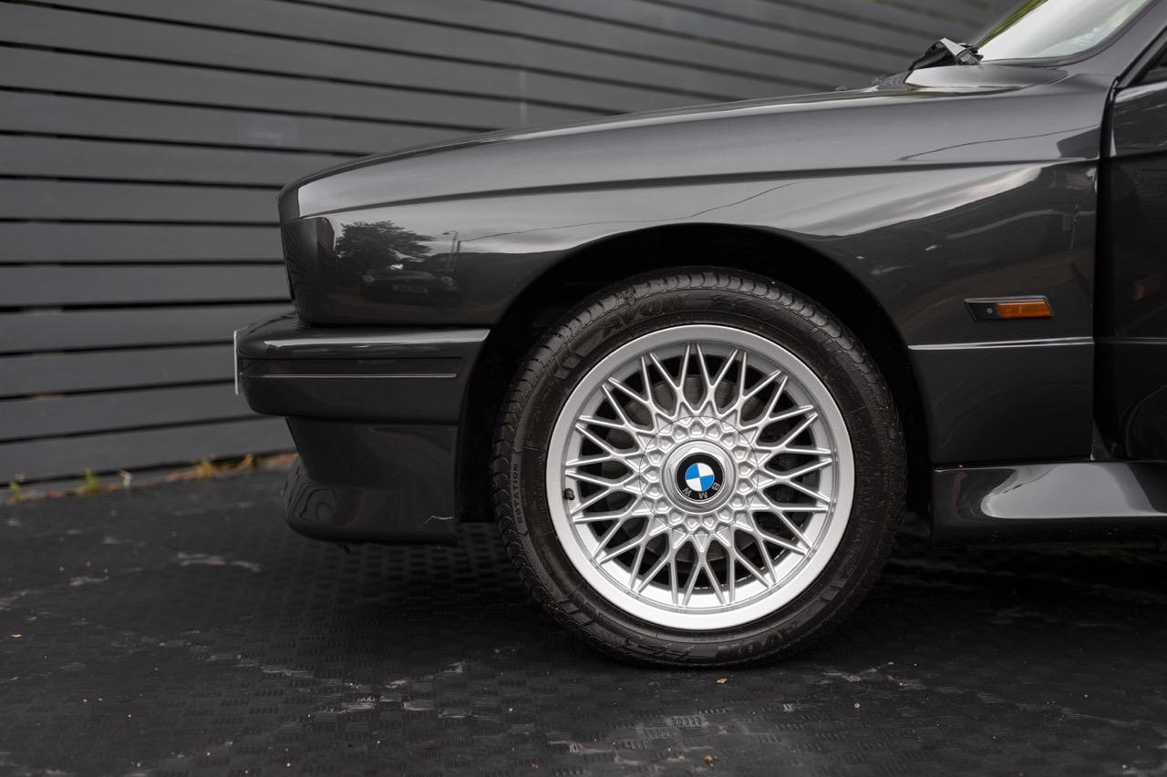BMW M3 E30 Cabriolet... Spéciale Kéké ! 25