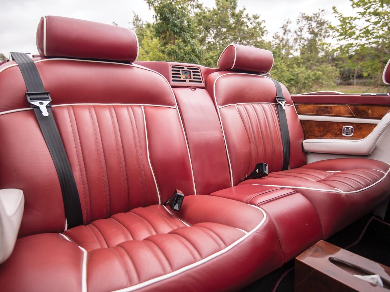 Rolls Royce Camargue CC... Quand la reine du kitch prend l'air ! 40