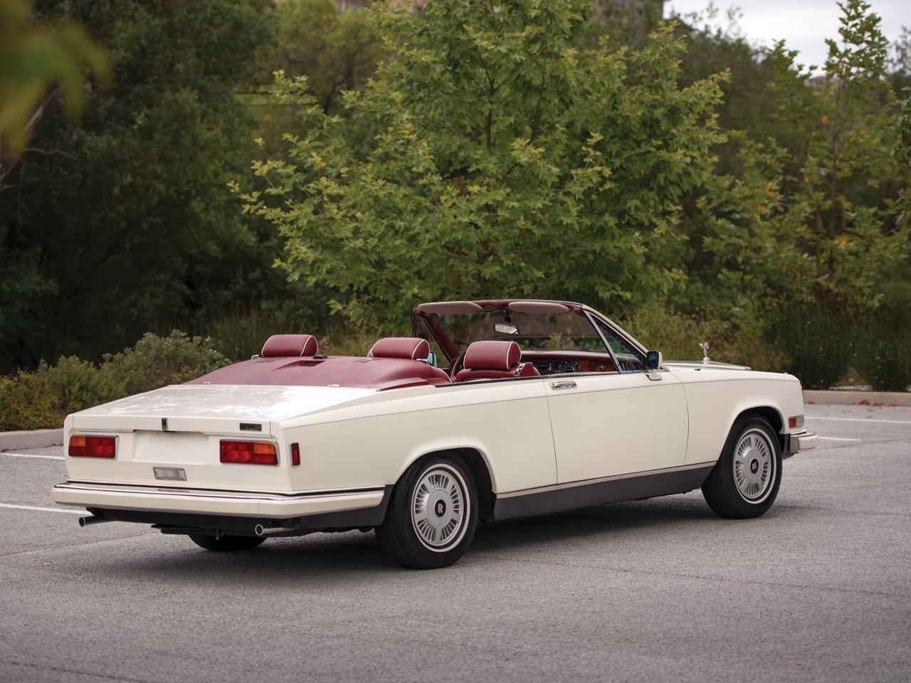 Rolls Royce Camargue CC... Quand la reine du kitch prend l'air ! 44