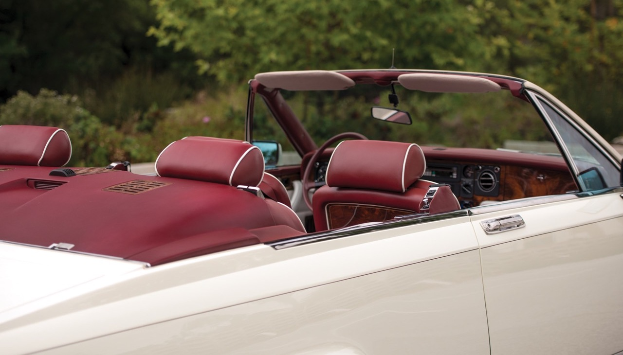Rolls Royce Camargue CC... Quand la reine du kitch prend l'air ! 53