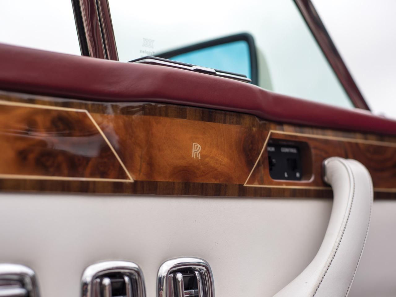 Rolls Royce Camargue CC... Quand la reine du kitch prend l'air ! 51