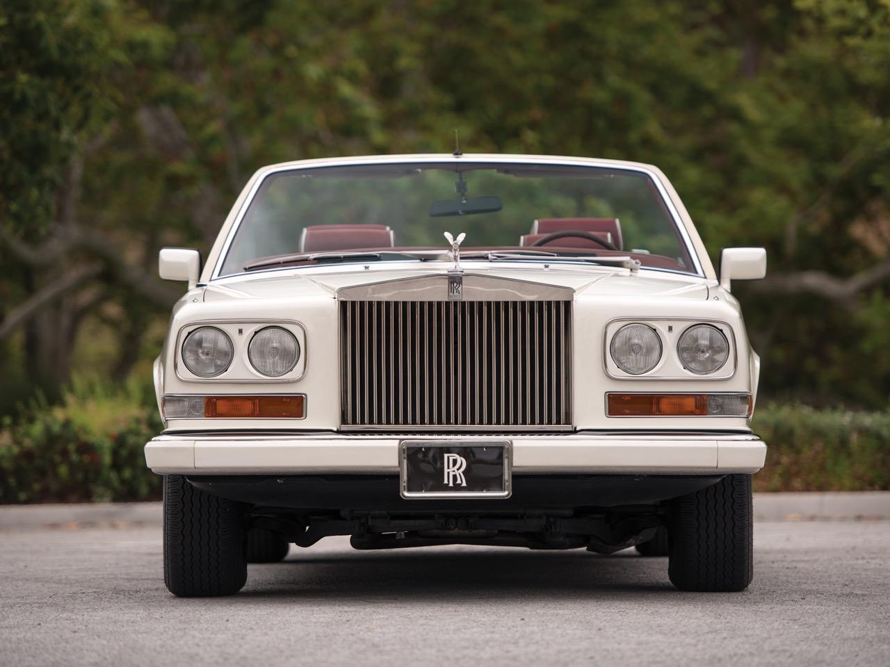 Rolls Royce Camargue CC... Quand la reine du kitch prend l'air ! 49