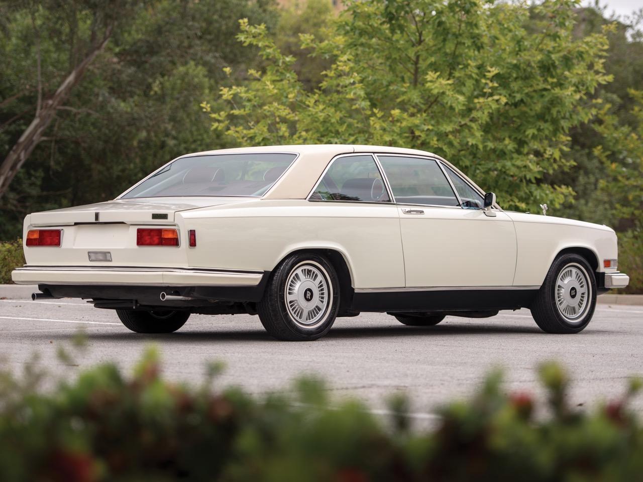 Rolls Royce Camargue CC... Quand la reine du kitch prend l'air ! 46