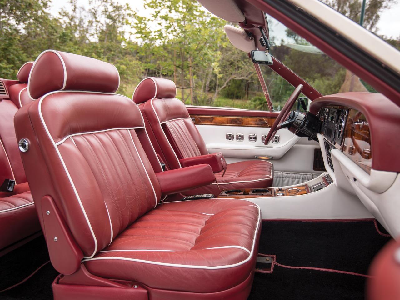 Rolls Royce Camargue CC... Quand la reine du kitch prend l'air ! 45