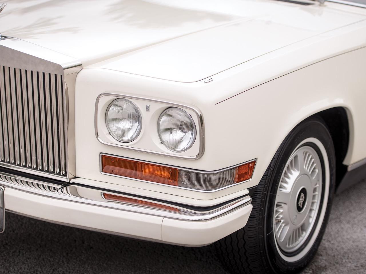 Rolls Royce Camargue CC... Quand la reine du kitch prend l'air ! 37