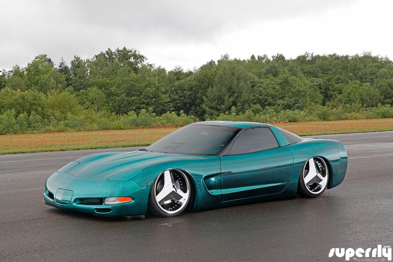 Corvette C5 de 2001 - Stance, paillettes et jantes en 20' 22