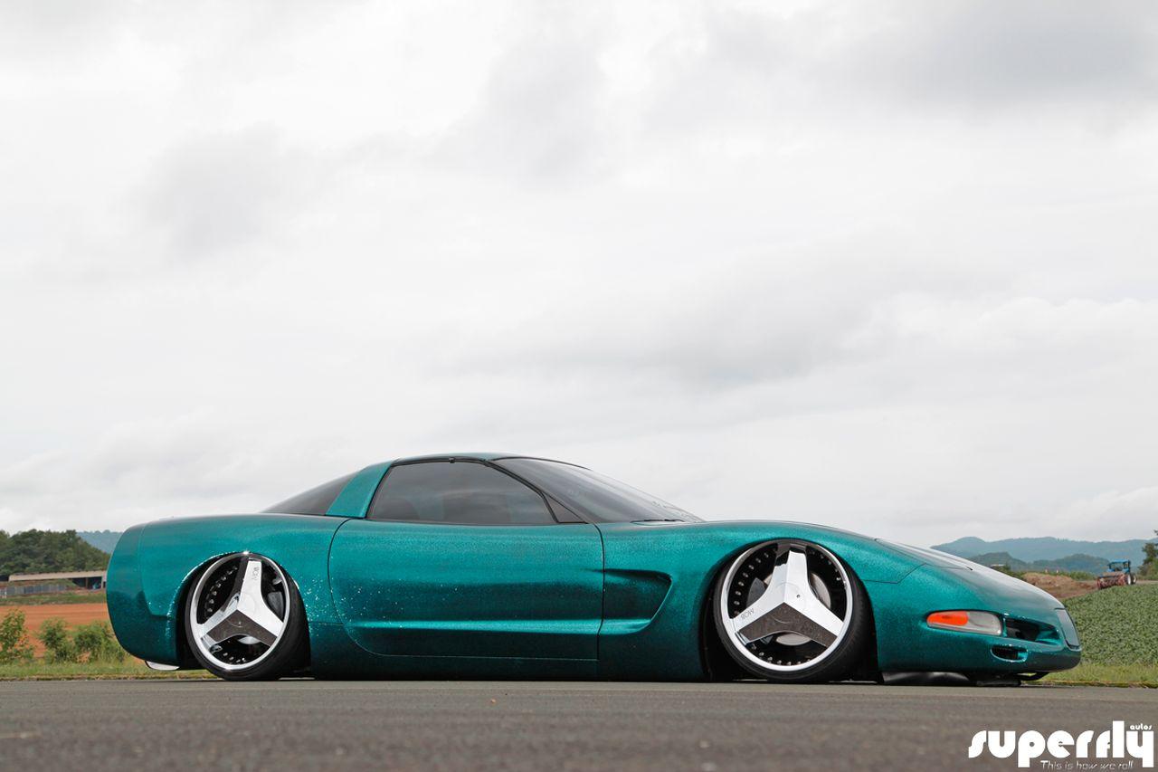 Corvette C5 de 2001 - Stance, paillettes et jantes en 20' 26