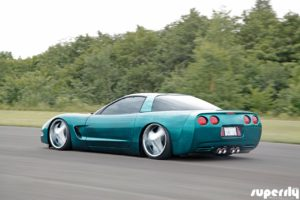 Corvette C5 de 2001 - Stance, paillettes et jantes en 20' 5