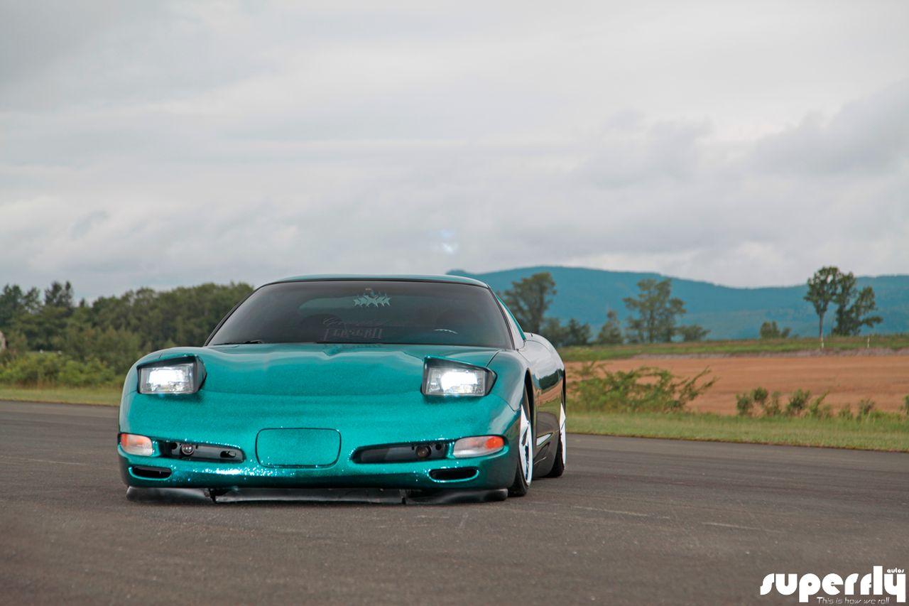 Corvette C5 de 2001 - Stance, paillettes et jantes en 20' 20