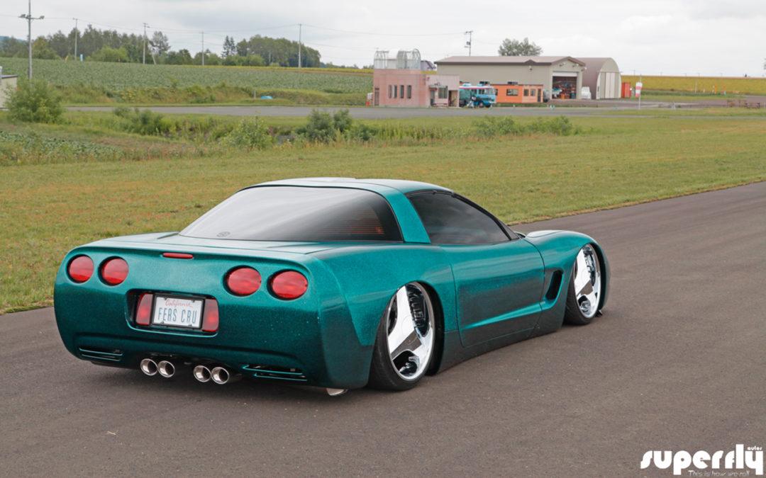 Corvette C5 de 2001 – Stance, paillettes et jantes en 20′