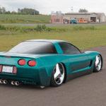 Corvette C5 de 2001 - Stance, paillettes et jantes en 20'