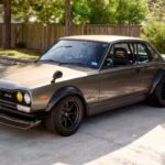 '72 Nissan Skyline KPGC10 Replica - Si tu lèves le capot...