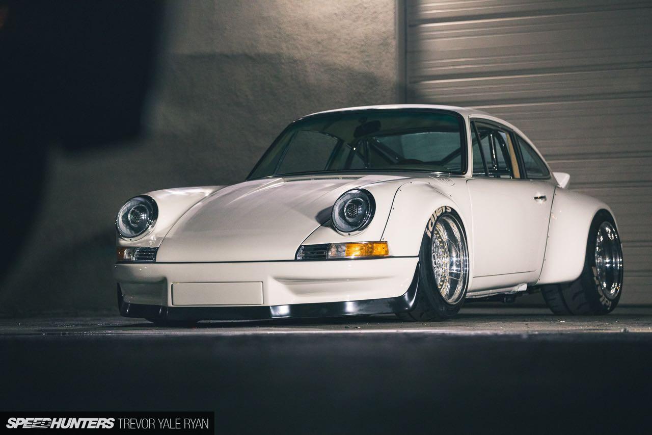 Porsche 911 E-RWB par Street Fighter LA : Quand RWB rencontre Tesla ! 10