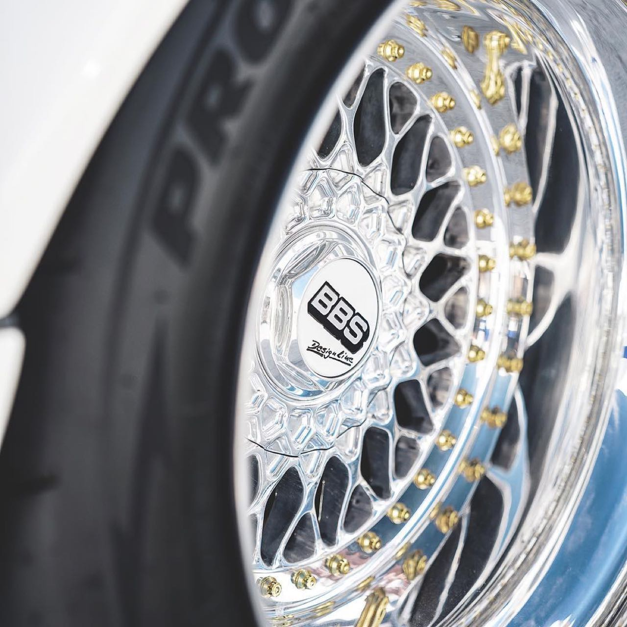 Porsche 911 E-RWB par Street Fighter LA : Quand RWB rencontre Tesla ! 5
