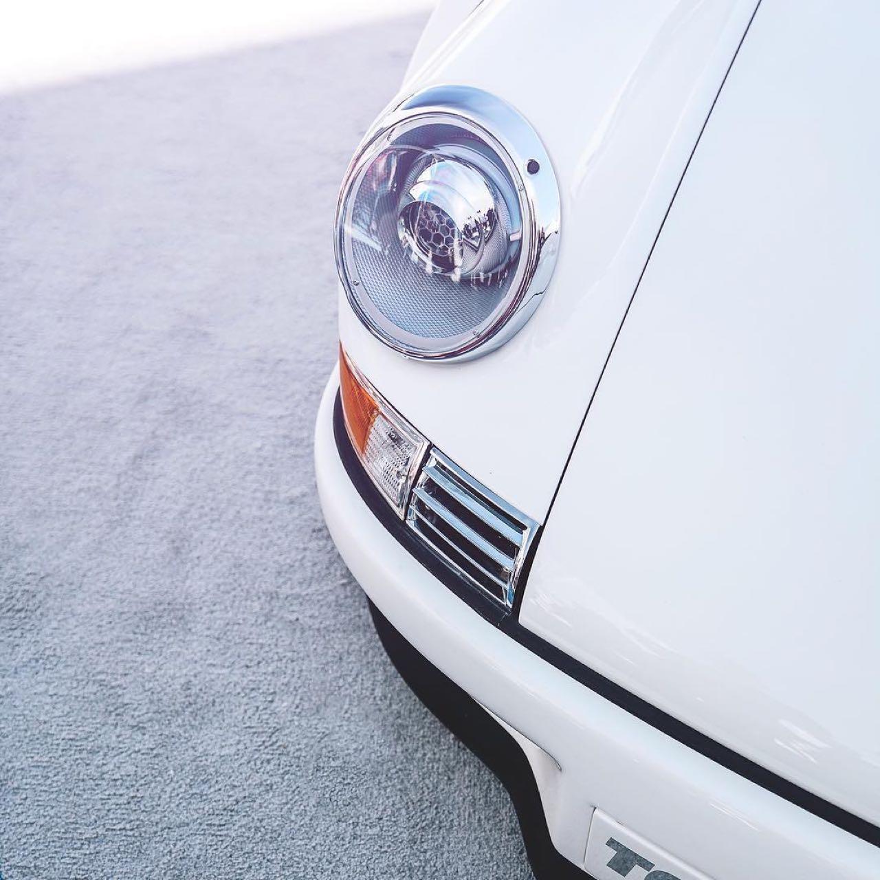Porsche 911 E-RWB par Street Fighter LA : Quand RWB rencontre Tesla ! 11