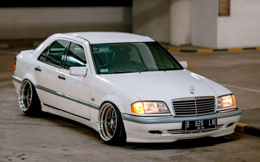 '97 Mercedes Classe C W202… Le static, c'est chic !