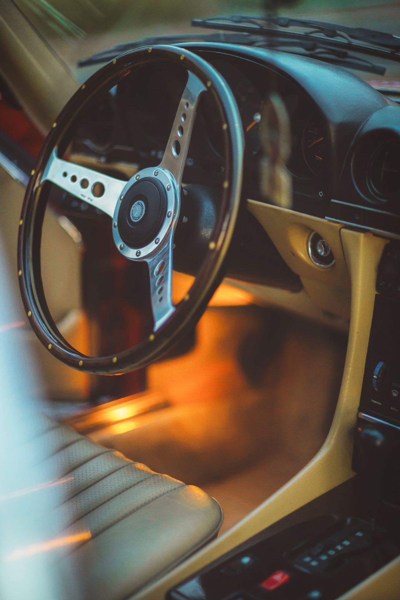 Mercedes 300 SL R107... Sport Luxe ! 5