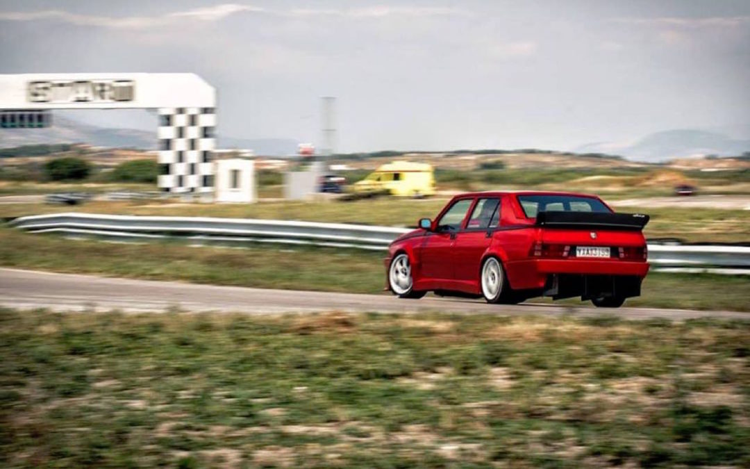 Hillclimb Monster : Alfa 75 Turbo… 410 ch dans l'derrière !