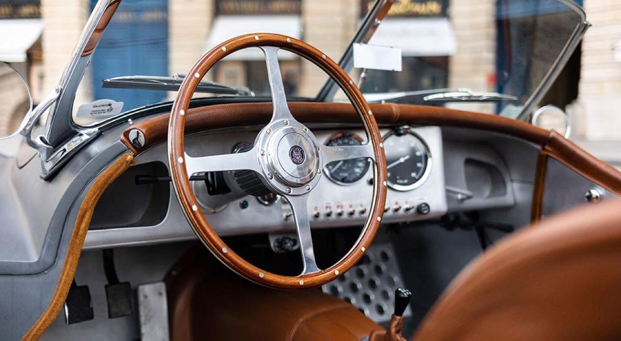 '51 Jaguar XK 120 Roadster - Restomod subtil mais très efficace ! 15