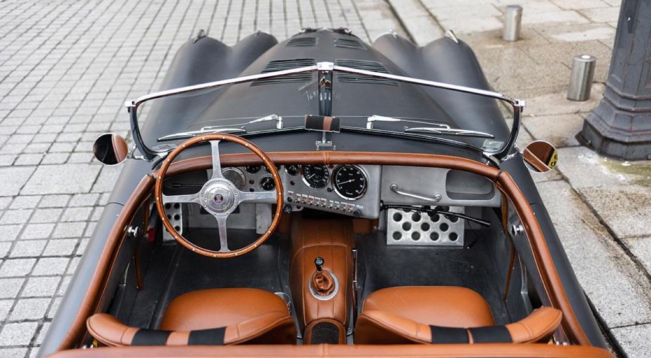 '51 Jaguar XK 120 Roadster - Restomod subtil mais très efficace ! 7
