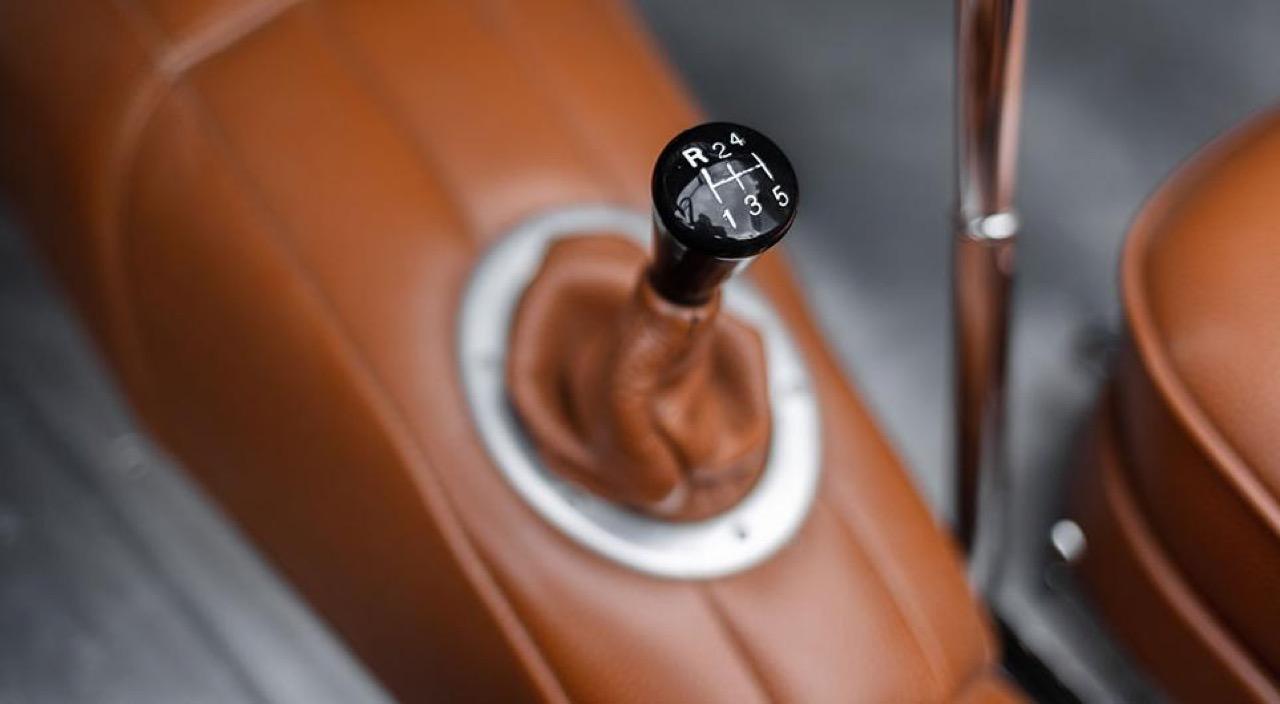 '51 Jaguar XK 120 Roadster - Restomod subtil mais très efficace ! 19