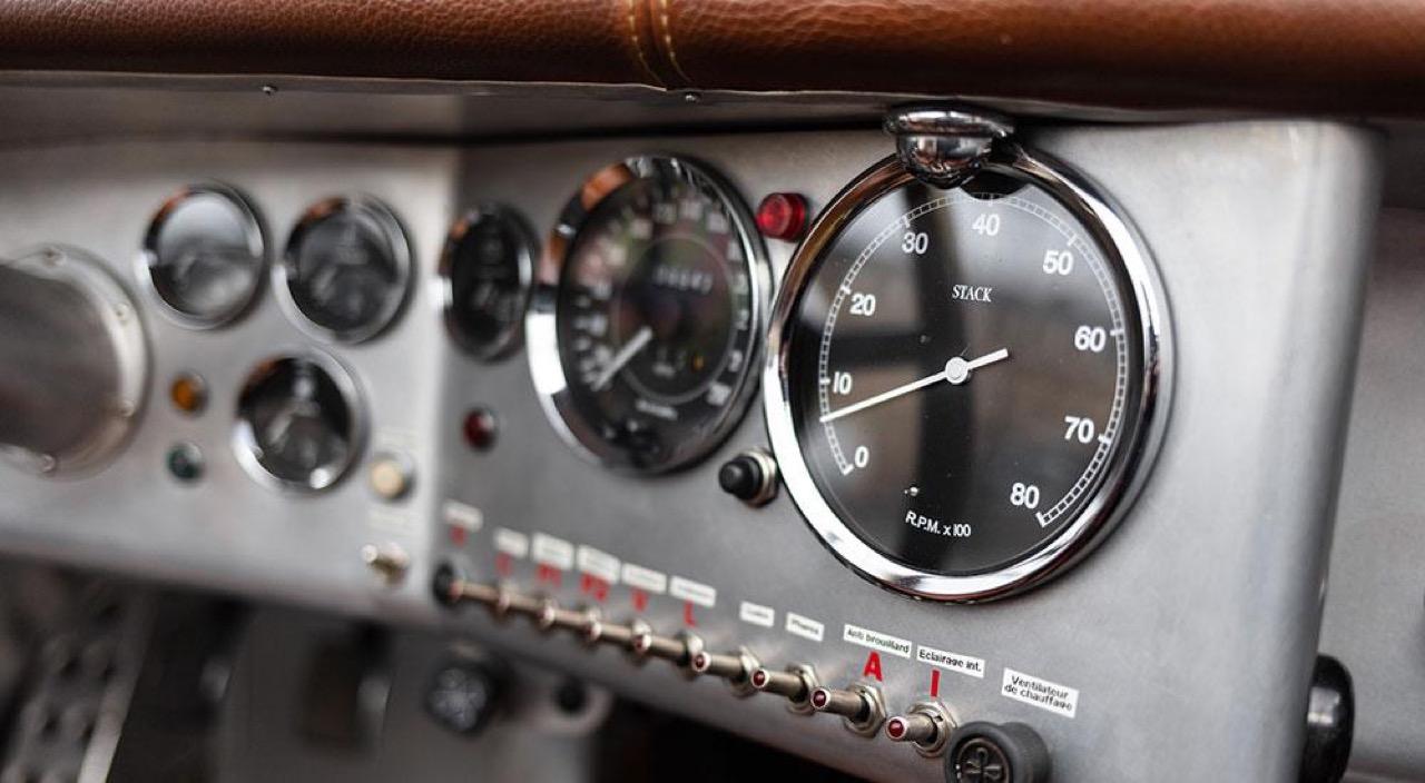 '51 Jaguar XK 120 Roadster - Restomod subtil mais très efficace ! 14