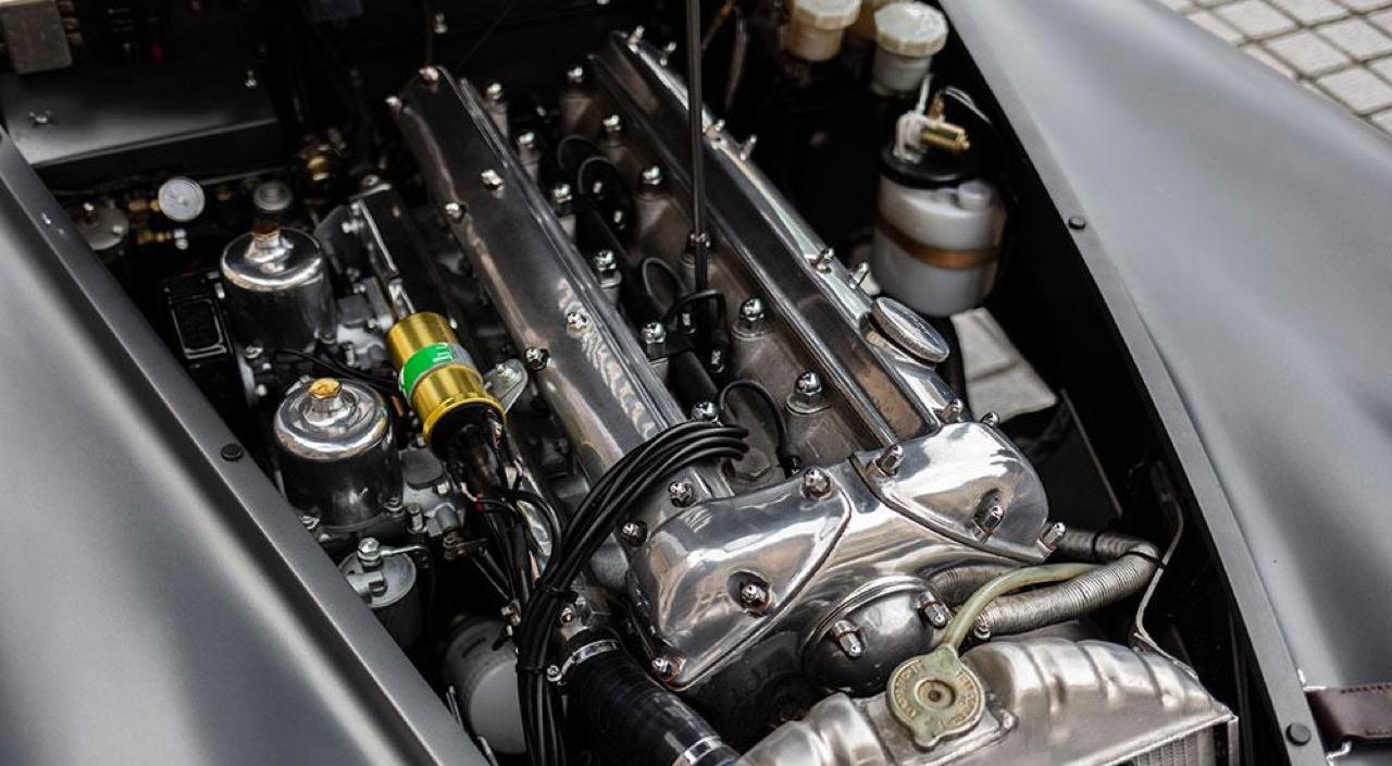 '51 Jaguar XK 120 Roadster - Restomod subtil mais très efficace ! 18