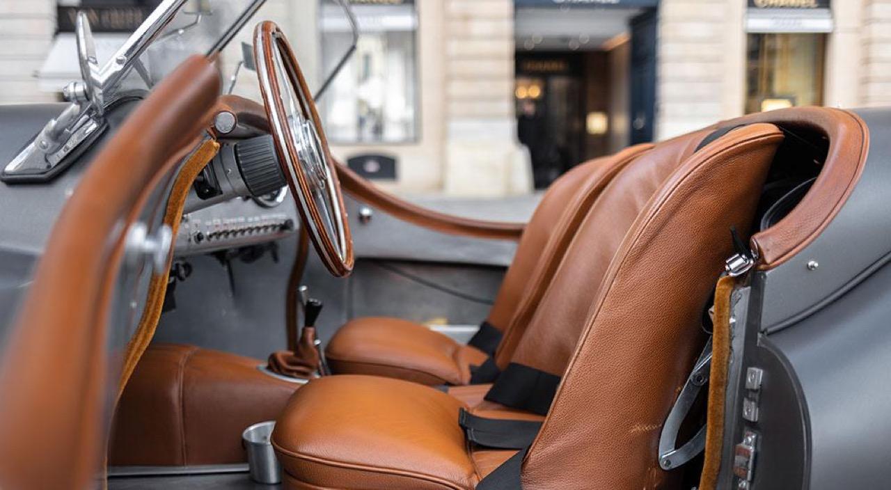 '51 Jaguar XK 120 Roadster - Restomod subtil mais très efficace ! 11