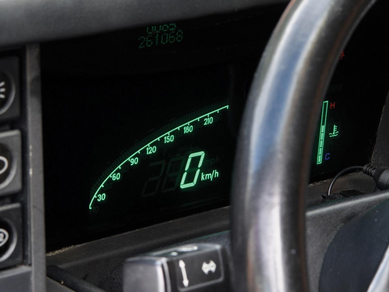 Aston Martin Lagonda Shooting Brake - One shot ! 4