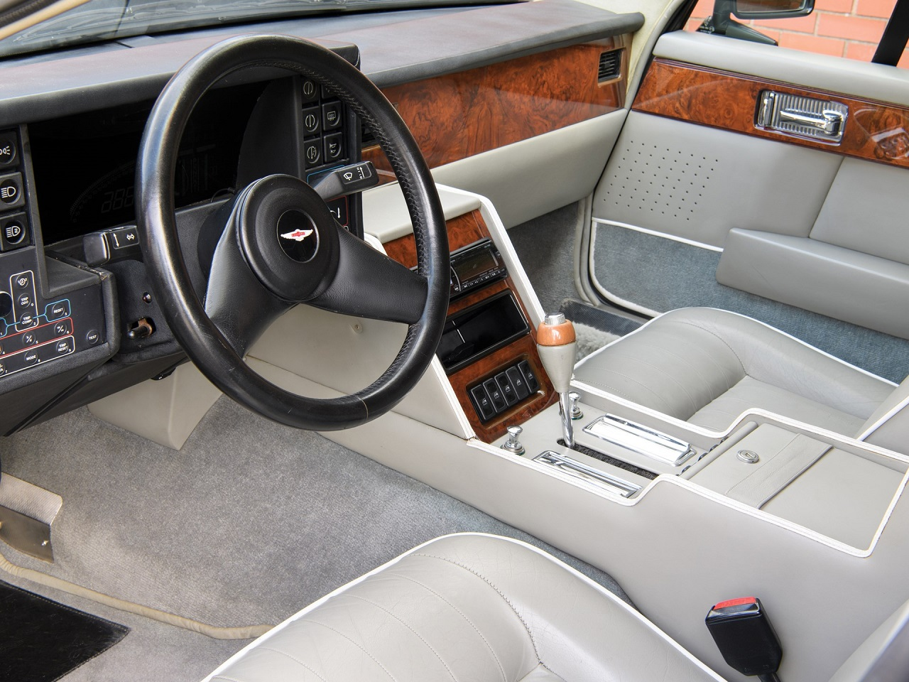 Aston Martin Lagonda Shooting Brake - One shot ! 6