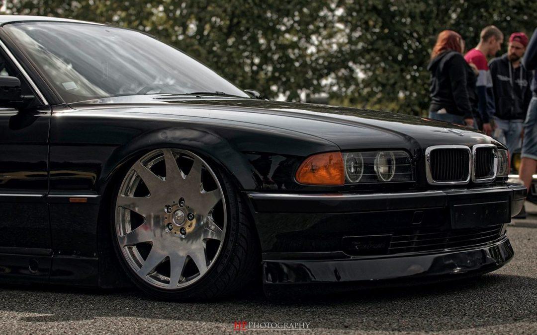 La BMW 728i de Max – E38 (encore) poséééee !